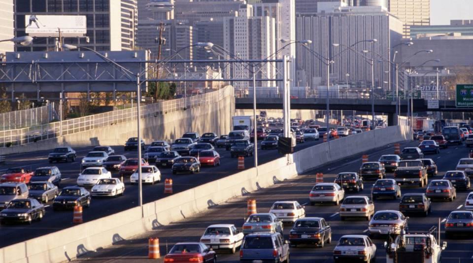 Rush hour traffic in downtown Atlanta, Georgia. (2 Apr 1996)