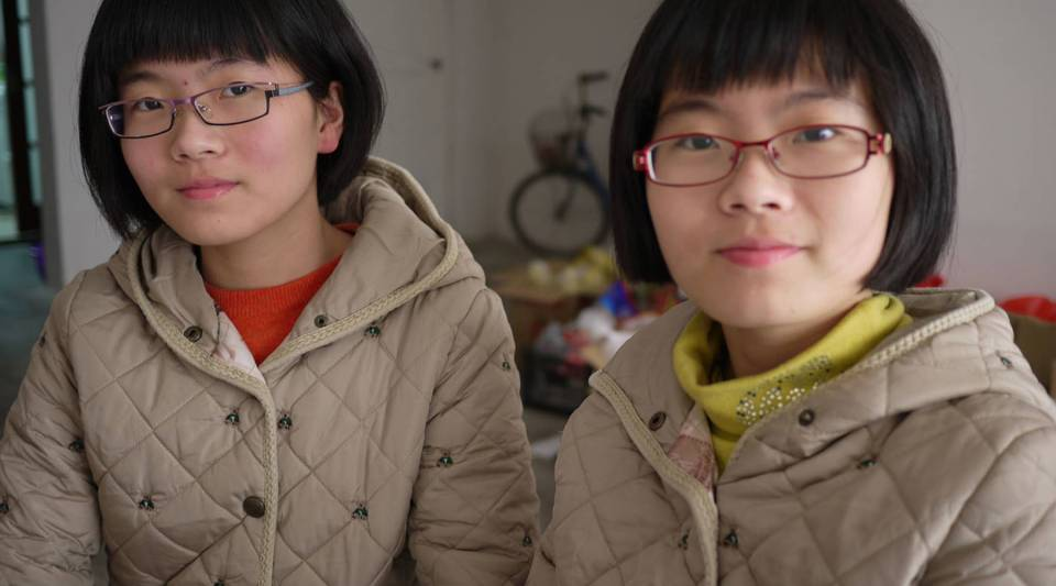 Zhang Wenquan's twin daughters.