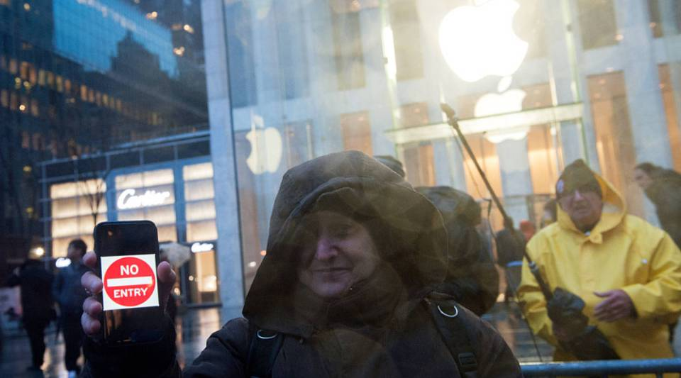 Aprotesterholds up an iPhone that reads, 'No Entry' outside of the the Apple store on 5th Avenue on February 23, 2016 in New York City.Protestersgathered tosupportApple's decision to resist the FBI's pressure to build a 'backdoor' to the iPhone of Syed Rizwan, one of the two San Bernardino shooters.