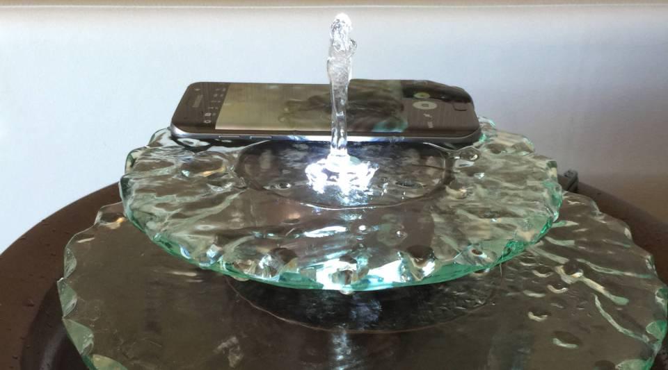 A Samsung Galaxy S7 getting a little birdbath.