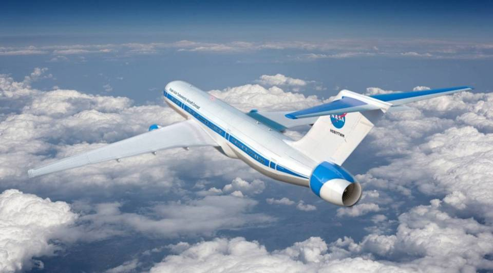 NASA engineers are designing hybrid jet technology.
