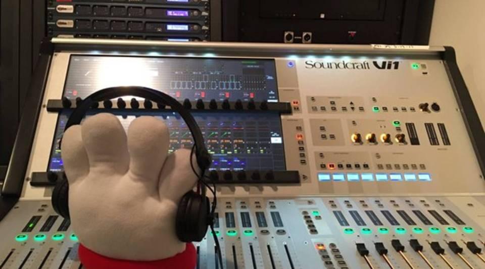 Hamburger Helper mascot Lefty in the studio, from the brand's Twitter account.