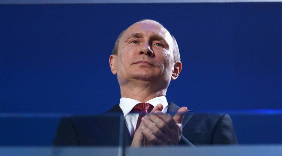 The Panama Papers leak shows a suspected billion-dollar money laundering ring involving close associates of Russian President Vladimir Putin, the BBC reports.