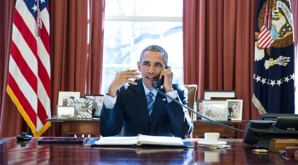 President Barack Obama talks on the phone with NASA astronaut Commander Scott Kelly upon his return from a nearly yearlong mission on the International Space Station, in the Oval Office, March 2, 2016.