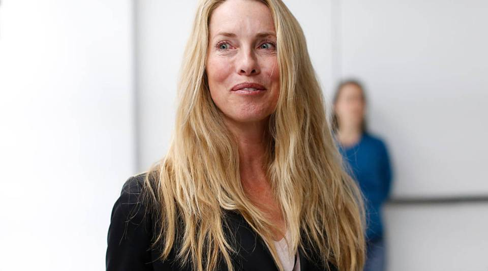 Laurene Powell Jobs, widow of late Apple co-founder and CEO Steve Jobs,is planning to redesign high school education by awarding $100 million to 10 schools in the U.S.
