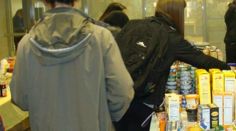 Students at the University of Washington food pantry.