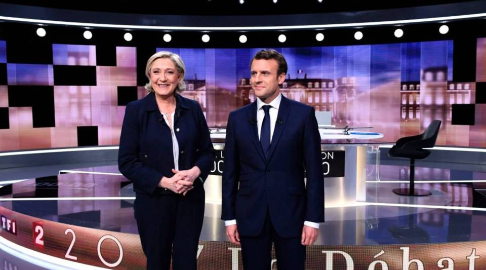 French presidential election candidate for the Front National (FN) party, Marine Le Pen (L) and French presidential election candidate for the En Marche ! movement, Emmanuel Macron pose prior to the start of a televised debate.