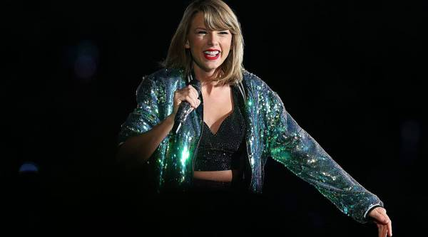 Taylor Swift Tells Streaming You Belong With Me And It S All About Timing Marketplace