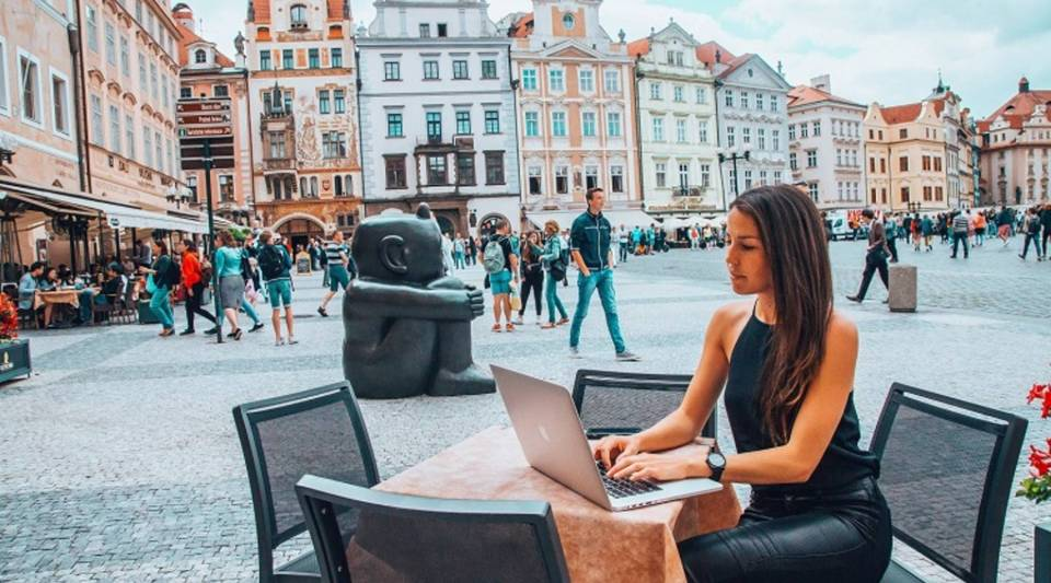 We Roam facilitates trips around the world for professionals working remotely.