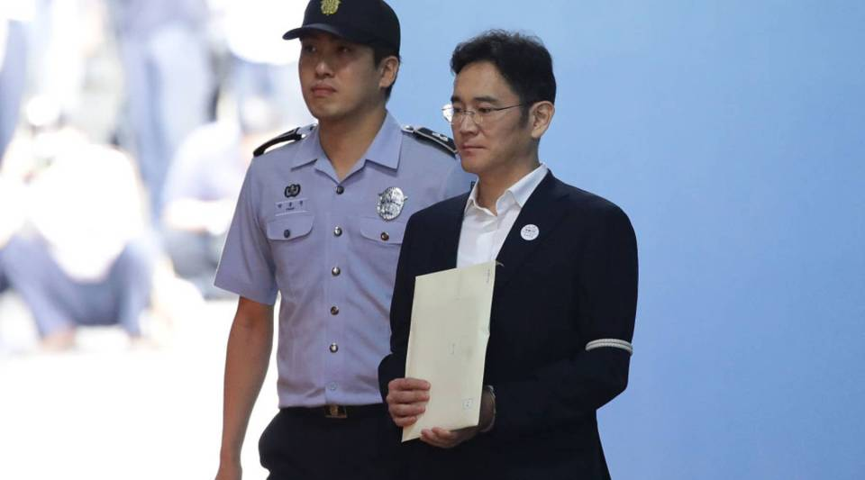 Samsung Group heir Lee Jae-yong leaves the Seoul Central District Court in Seoul on Friday.
