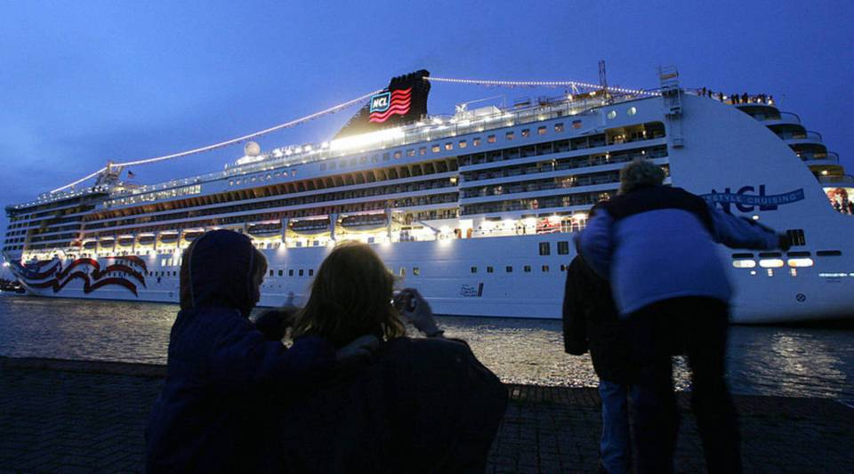 "Onlookers watch the cruiseliner ""Pride of America"" leaving the port of Bremerhaven for its first trip in June 2005. The vessel with a length of 280 meters and place for 2144 passengers is on its way to New York for its ship's christening."