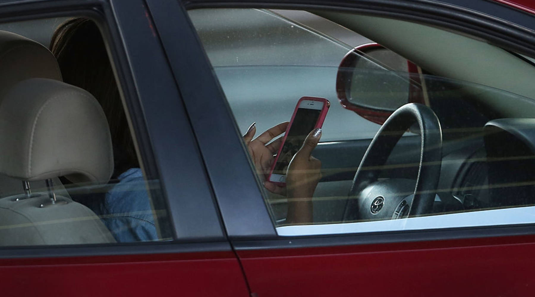 New device detects texting while driving, but is it legal