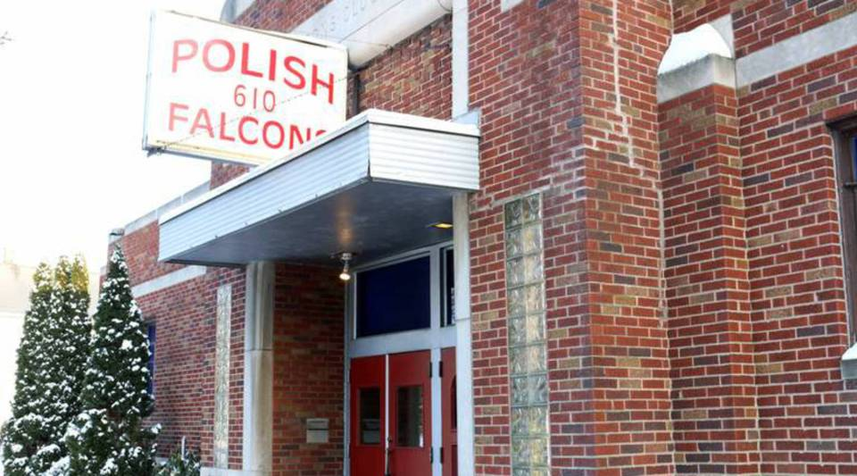 Over drinks at the Polish Falcon, Erie residents discussed their personal economies.