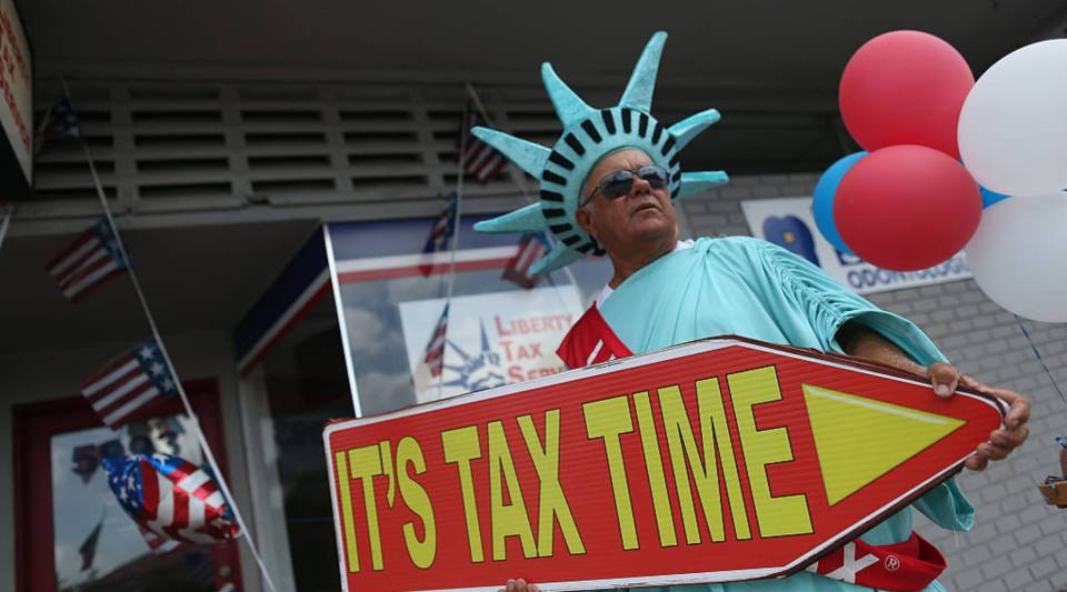 Liberty Tax Service grabs the attention of potential clients in Miami in 2016.