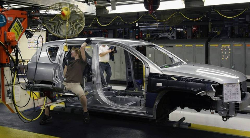Workers build a Jeep Compass at the Fiat Chrysler assembly plant in Belvidere, Illinois, in 2012.