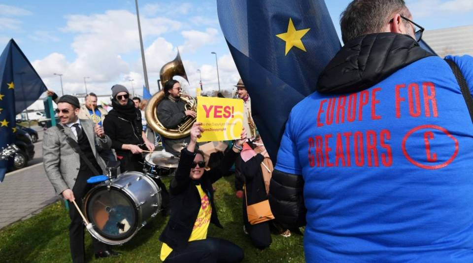 People take part in a demonstration in favour of the new copyright directive ahead of the vote on copyright in the Digital Single Market at the European Parliament on March 26, 2019 in Strasbourg, eastern France.