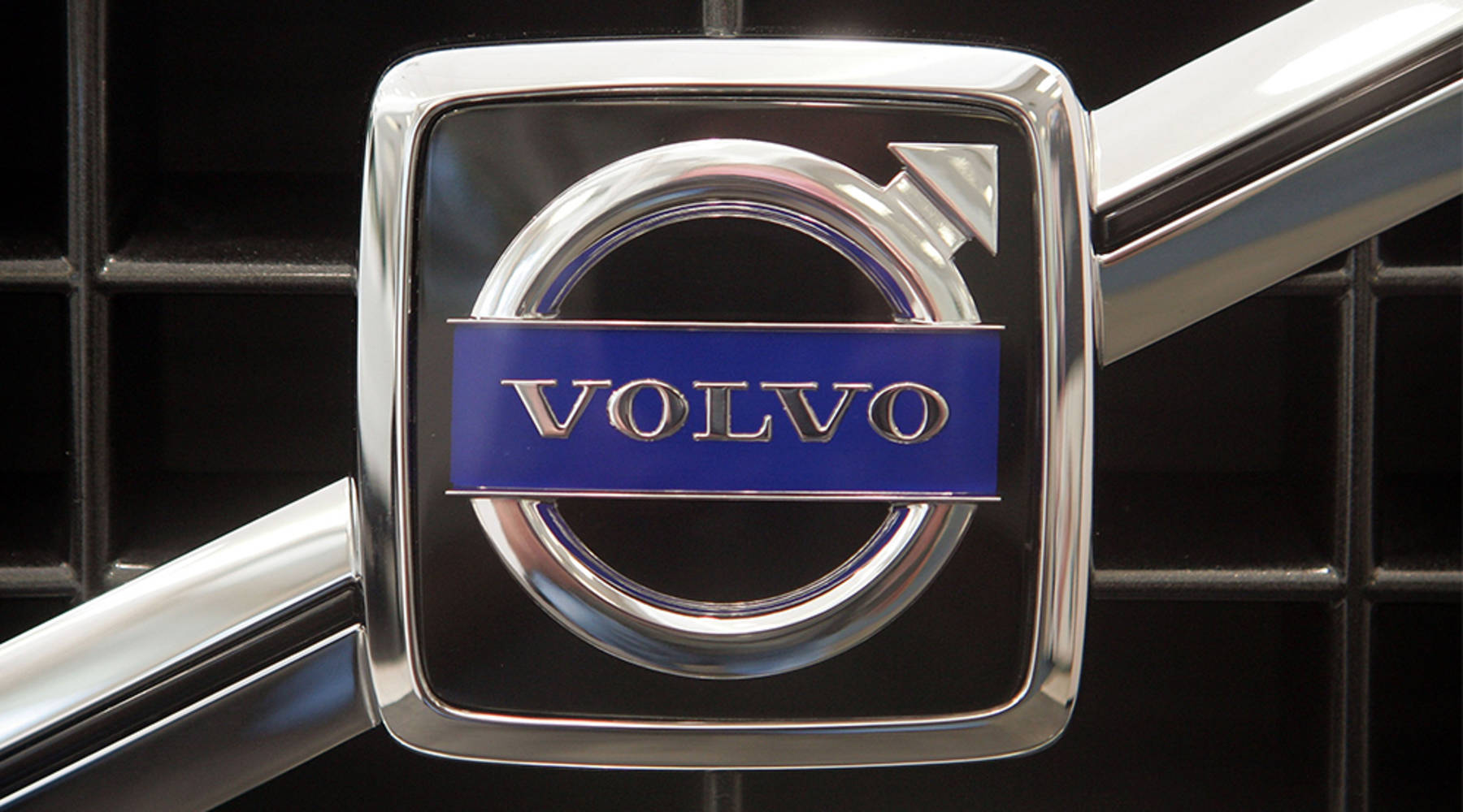 Volvo says driver-facing cameras are key to cutting crashes