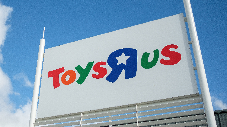 "Toys ""R"" Us plots its return ahead of the holiday season"