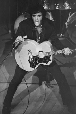 Elvis on opening night of his Las Vegas residency, July 31 1969 in black jumpsuit