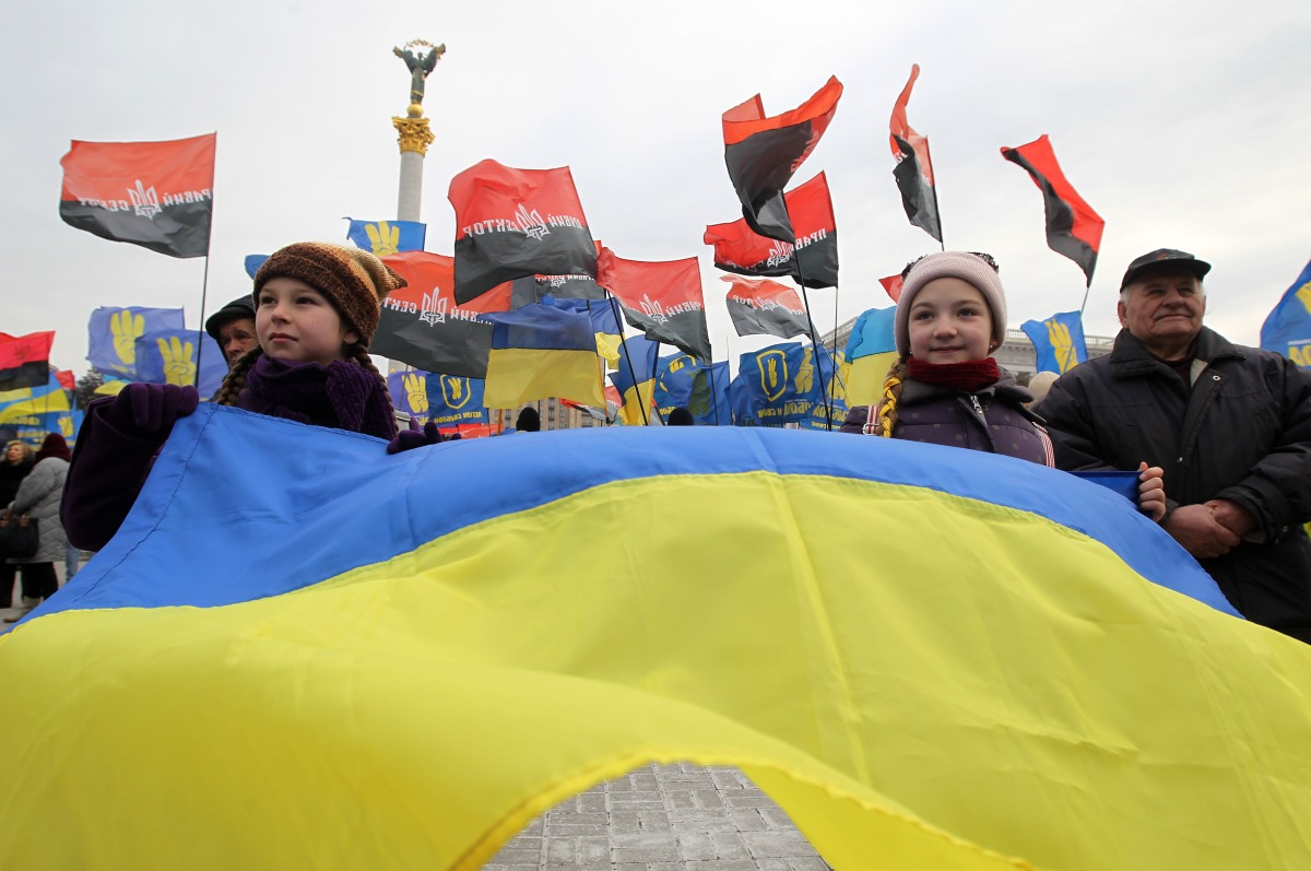 Candidates in Ukraine trading pizza, frozen fish for votes - Marketplace