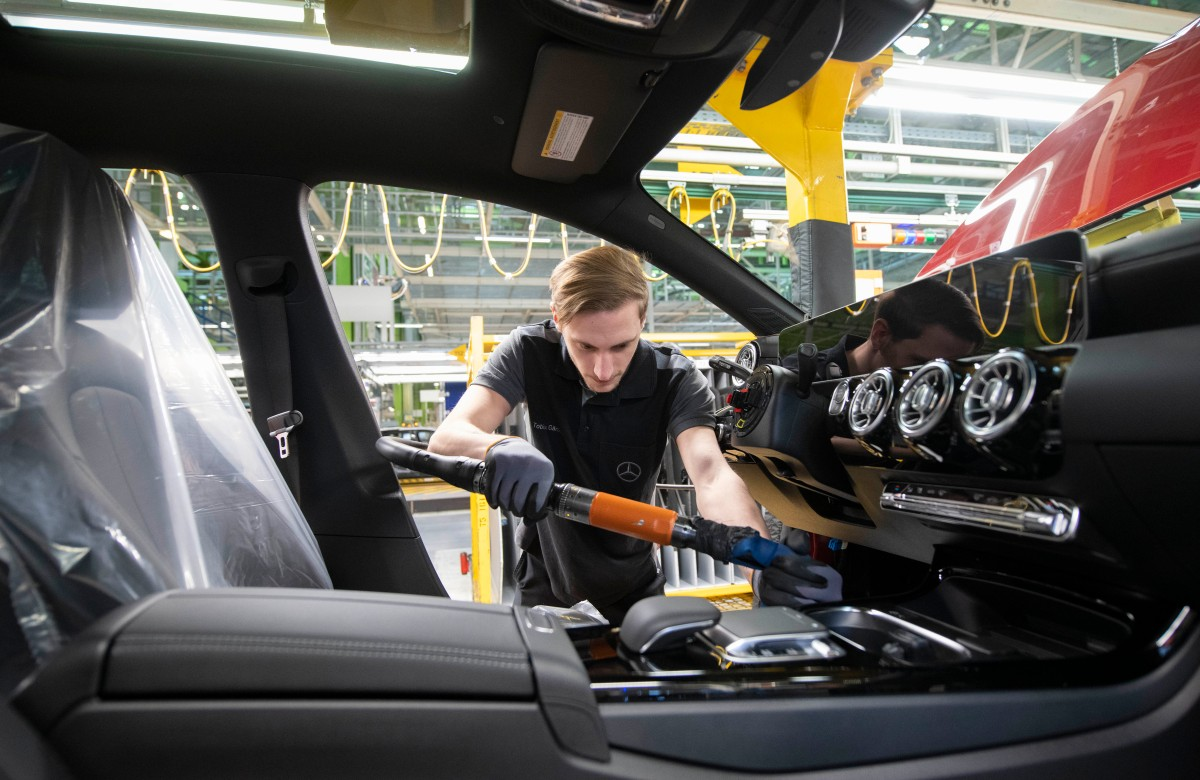 Recession worries grow as Germany's economy shrinks