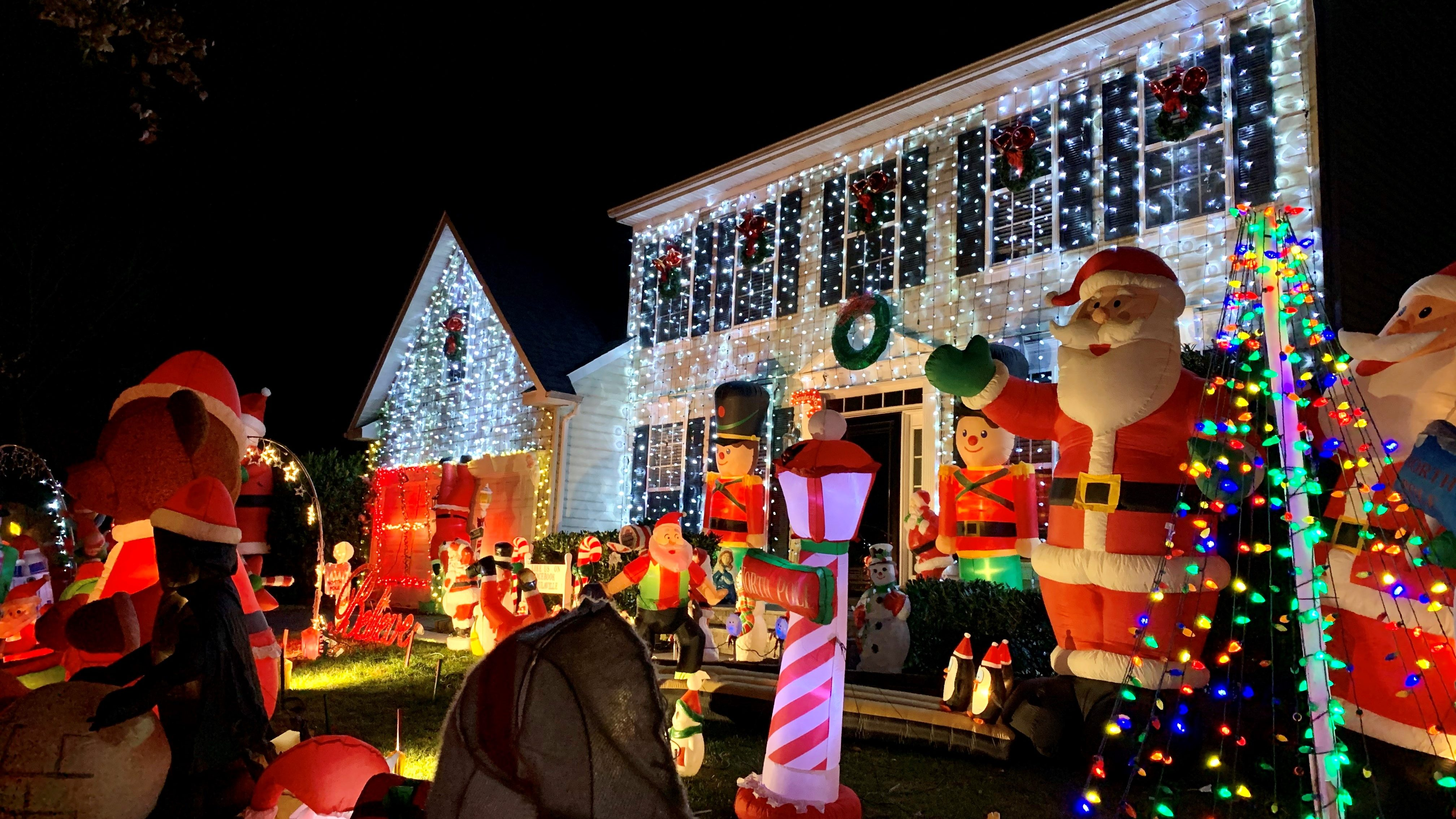 How Inflatable Holiday Decorations Took