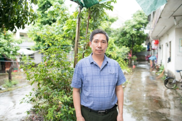 Li Xiangjun lost his job at a shoe factory in Zhongshan city last year.  He said it's not easy for someone over the age of 50 to find factory work again. (Credit: Shanghai 808 Studio)