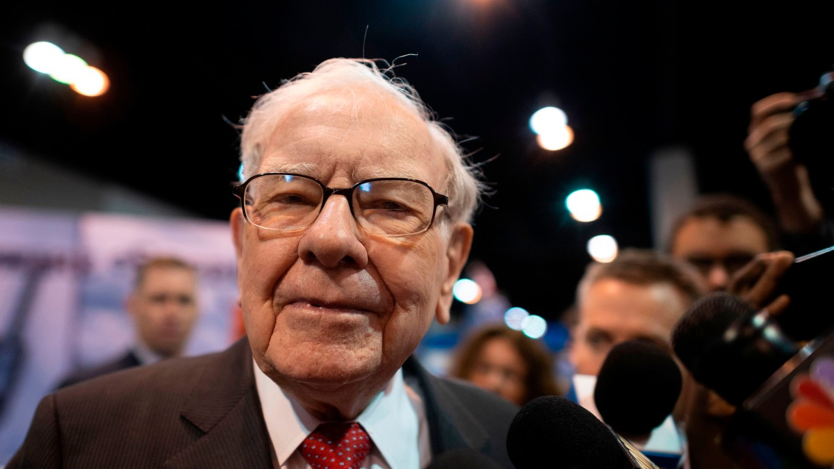 Photo of Warren Buffett's Berkshire acquires natural gas assets from Dominion Energy – Marketplace | Andy Uhler