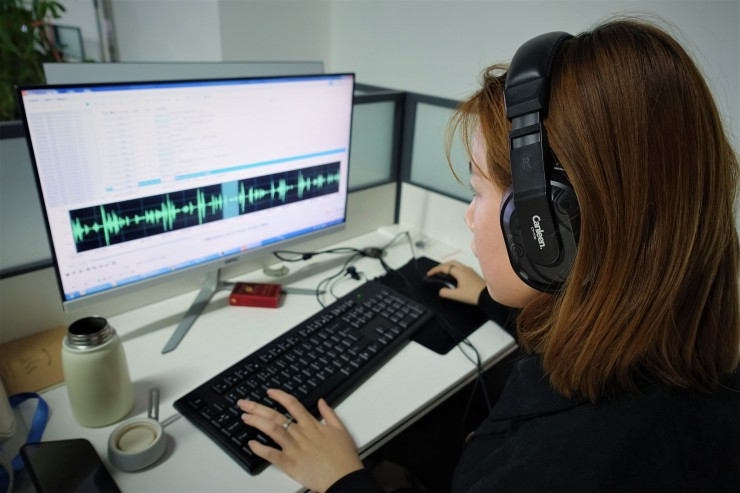 Guo Rui labels up to 50 minutes of audio samples a day. (Charles Zhang/Marketplace)
