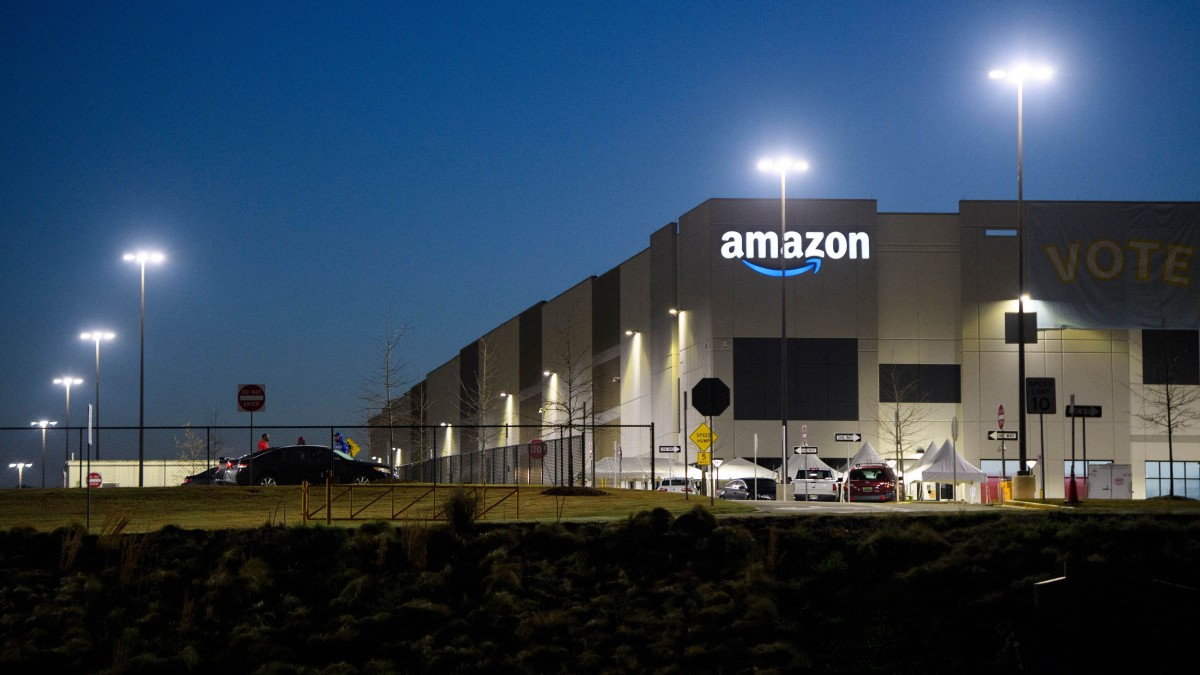 Amazon had a weird week on <b>Twitter</b>. But the union vote is the big news. thumbnail