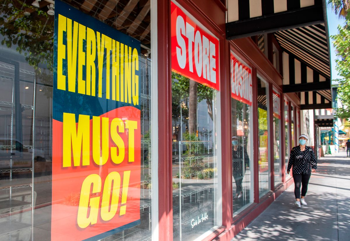 How to stop your favorite retailer from pulling a Blockbuster - Marketplace