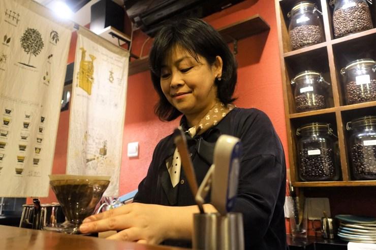 Le copropriétaire de Rumors Coffee Liu Yan a déclaré que leurs prix, leur décor et même leur nom avaient été utilisés comme modèle par des concurrents avant même que la pandémie ne frappe (Charles Zhang/Marketplace)
