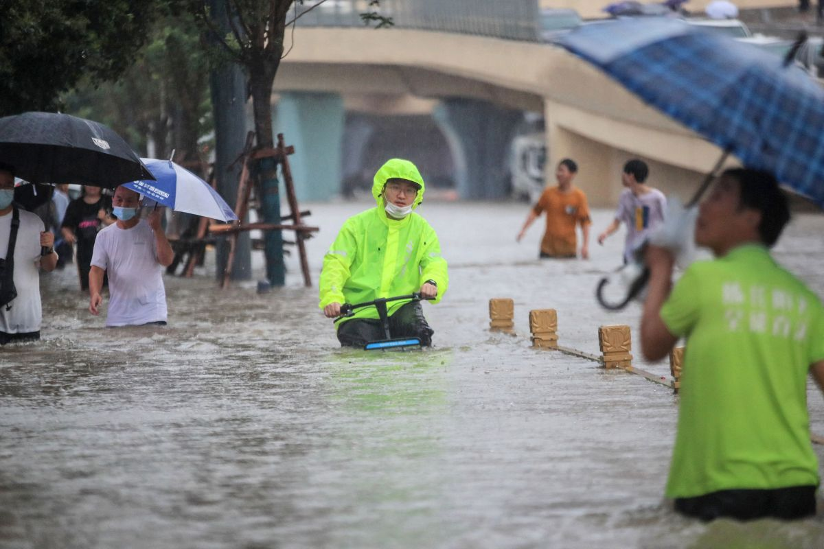 """""""Thousand-year storm"""" threatens life and business in central China - Marketplace"""