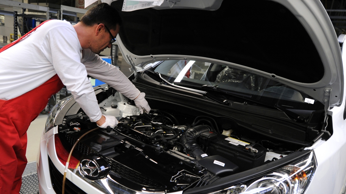 Automakers are so fed up, they're just gonna make their own chips - Marketplace